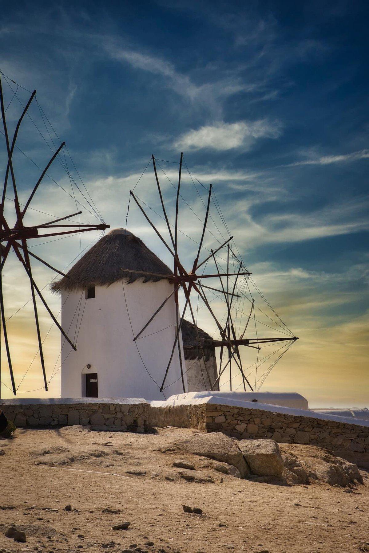 mykonos-windmills-4989213_1920-pixabay.jpg